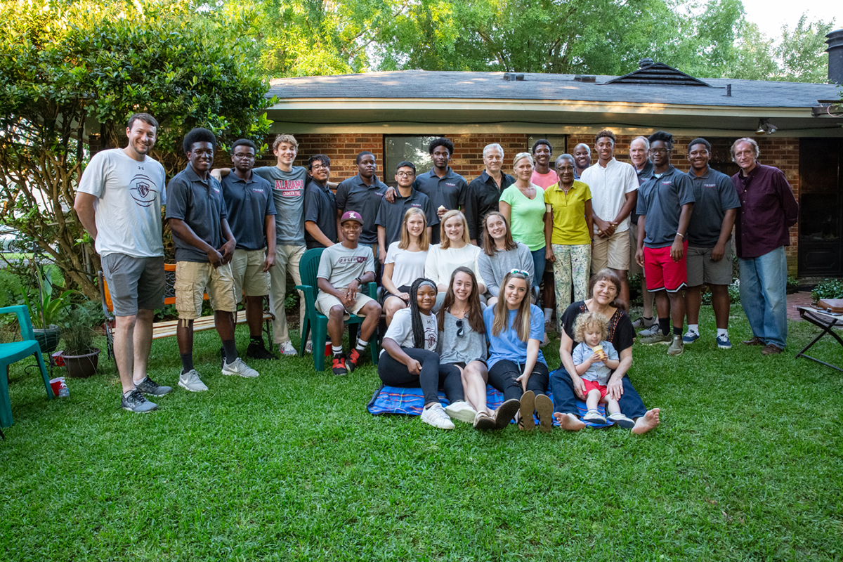 Southern Hospitality: Gray Bee alums host current students during their Spring Phase Course