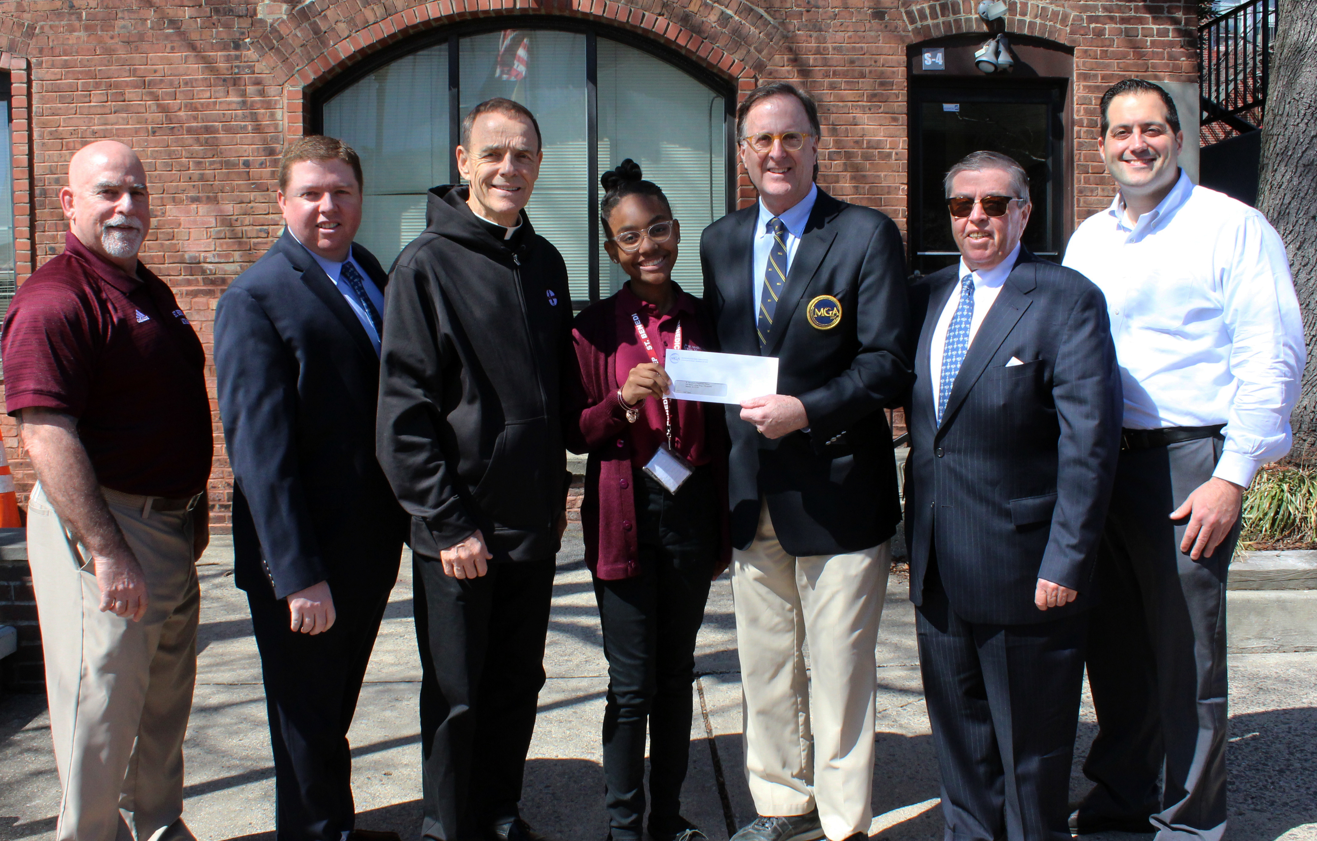 Gray Bee golf team receives support from the Boff Foundation and the MGA