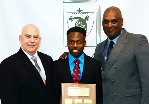 Chawonza picks up county award; helps lead Gray Bee to Essex sweep